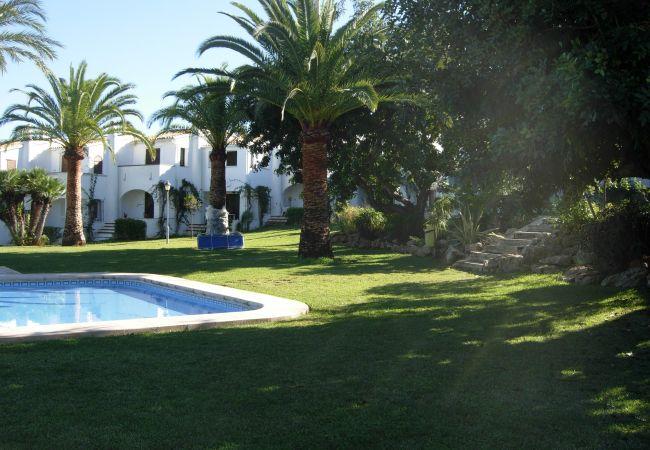 Bungalow en Pedreguer - Alojamiento con vistas al jardín y aire acondicionado en La Sella.